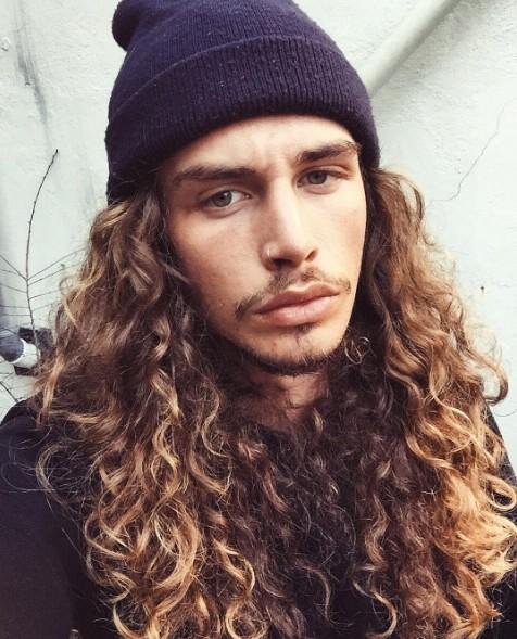Cheveux Long Homme 21 photographies d'hommes à qui les cheveux longs vont bien : un