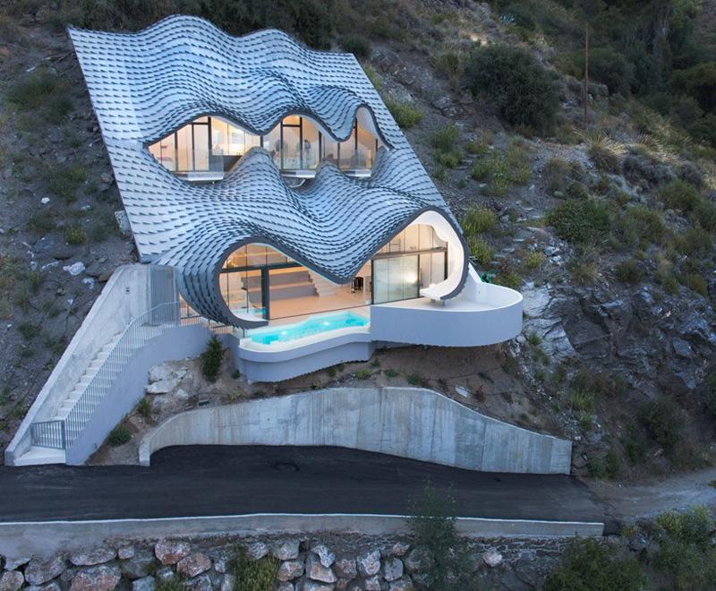cette maison incrust e dans la montagne avec vue sur la. Black Bedroom Furniture Sets. Home Design Ideas