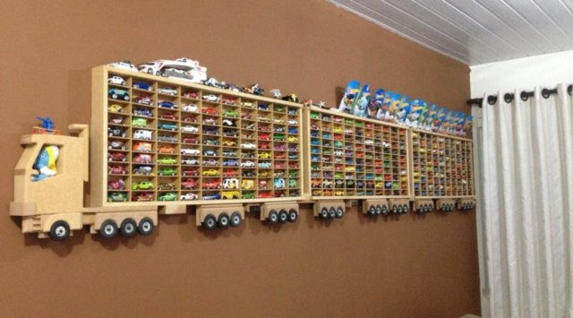 parfait pour d corer une chambre d 39 enfant r alisez une structure pour exposer les jouets de. Black Bedroom Furniture Sets. Home Design Ideas