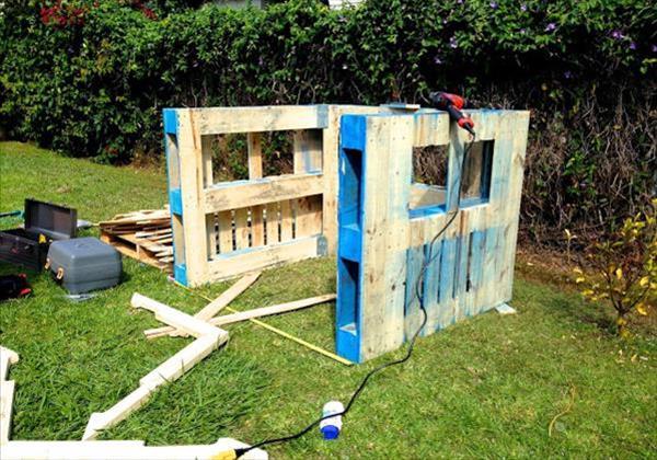 Comment fabriquer soi m me une cabane partir de palettes - Fabriquer une cabane avec des palettes ...
