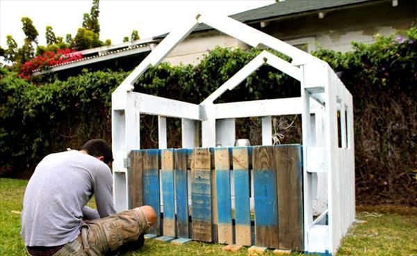 diy fabriquez une cabane avec des palettes en bois en 5 tapes. Black Bedroom Furniture Sets. Home Design Ideas