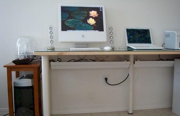 utilisez une gouttire place sous votre bureau pour ranger tous les fils qui dpassent