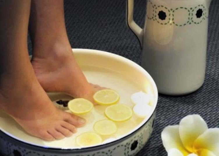 Pour enlever efficacement la corne de vos pieds voici 3 for Bain de pied maison corne