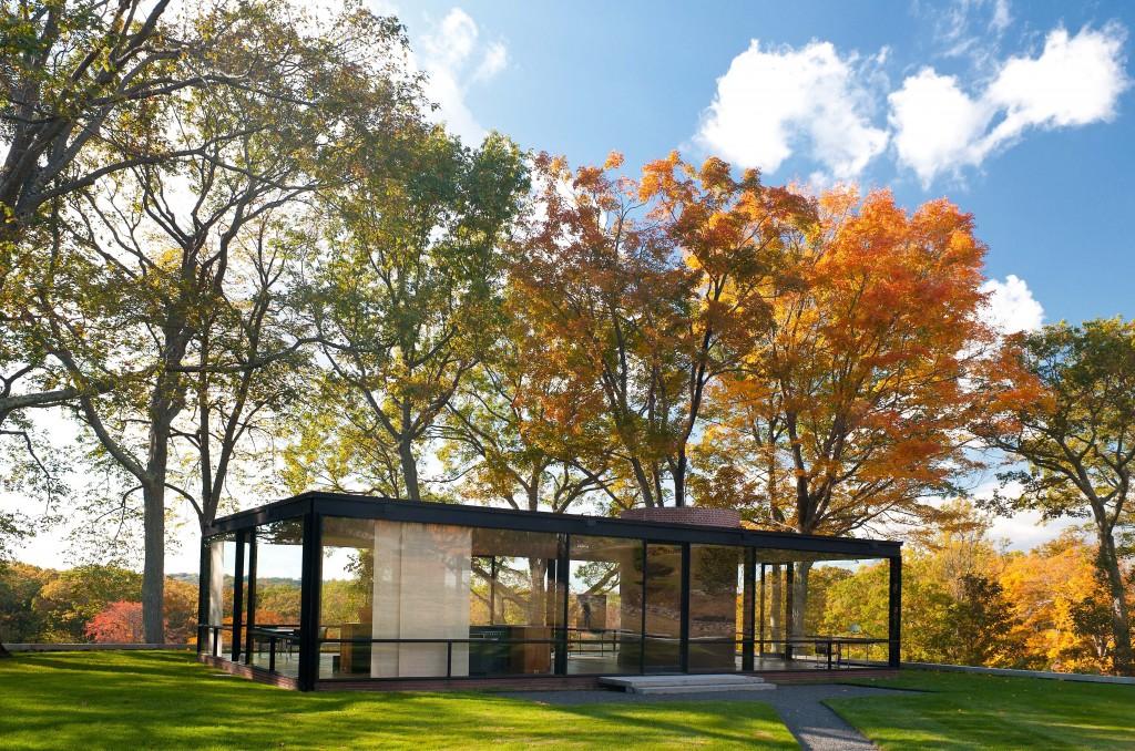 d couvrez cette incroyable maison en verre totalement transparente v ritable fantasme d 39 architecte. Black Bedroom Furniture Sets. Home Design Ideas