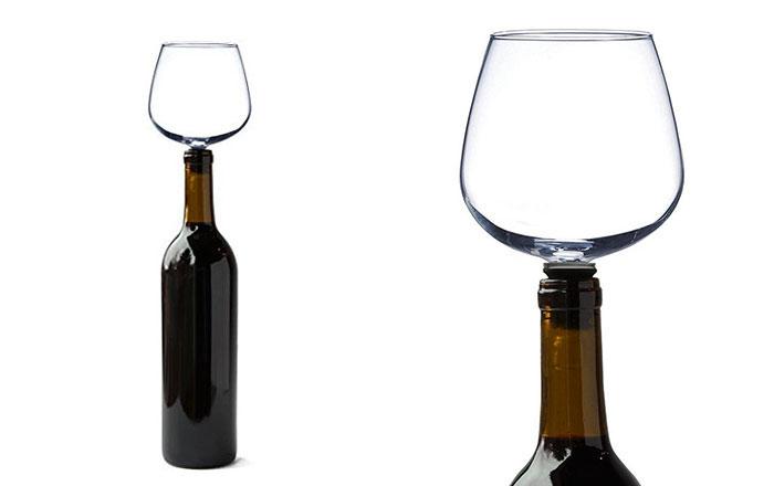 ce verre de vin se fixe sur votre bouteille afin de. Black Bedroom Furniture Sets. Home Design Ideas
