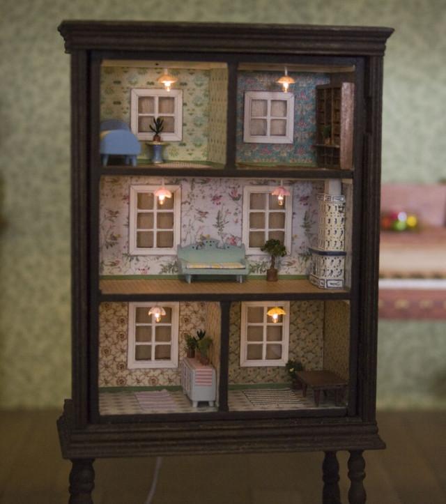 ce vieux placard peut tre transform en une adorable maison de poup es suivez le guide. Black Bedroom Furniture Sets. Home Design Ideas