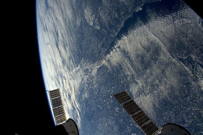 L 39 astronaute thomas pesquet envoie de nouvelles photos de la terre depuis l 39 espace et c 39 est - Les sinsin de l espace ...