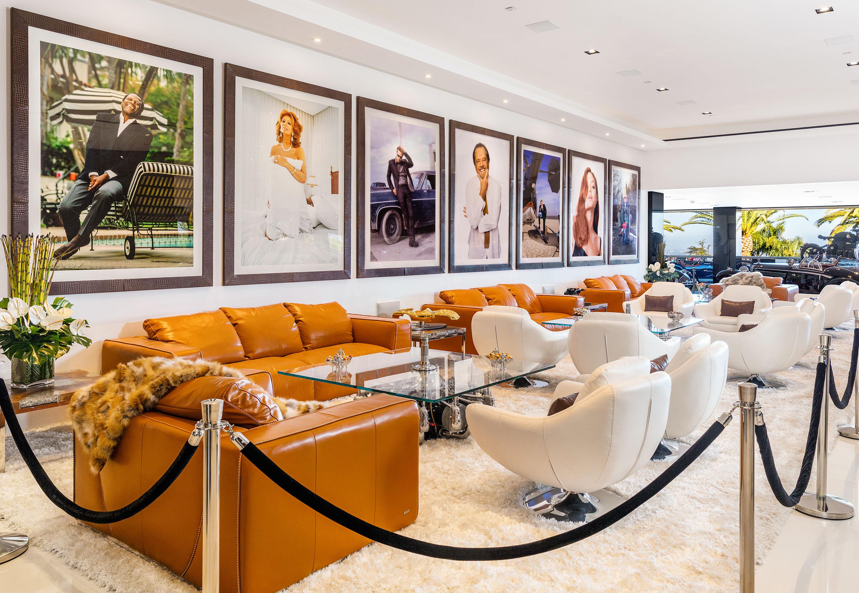 Avec tout ce luxe bruce makowsky pense évidemment quil trouvera facilement un acheteur il y a beaucoup de super riches dans le monde