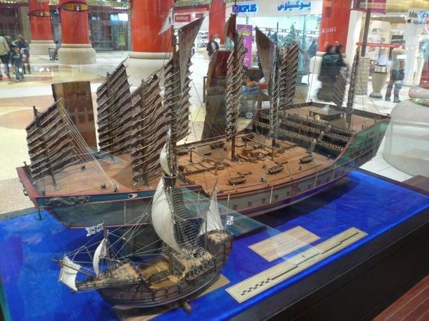 Il y a 500 ans, bien avant Christophe Colomb, l'Empire Chinois dominait toutes les mers du globe...Par Céline Gautier                      Zheng_he_04