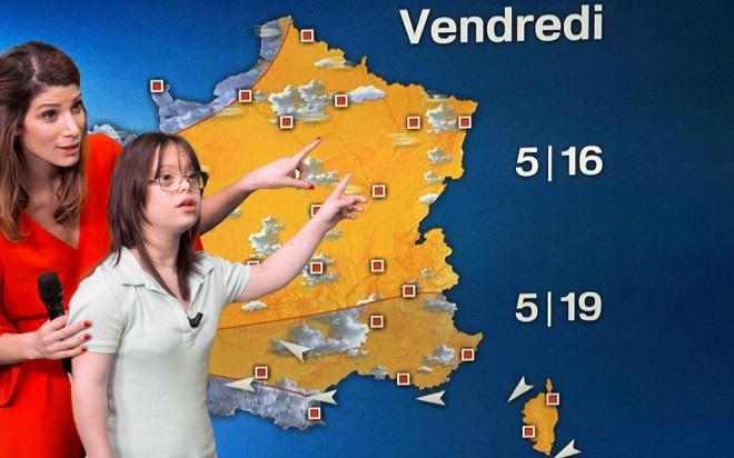 Mélanie se prépare à présenter la météo ce soir sur France 2