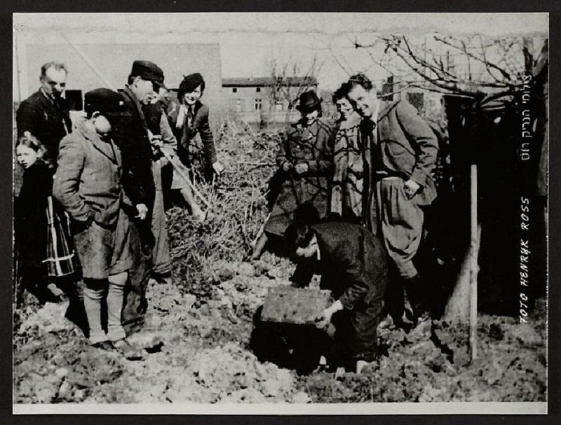 La vie horrible des Juifs Polonais dans le ghetto de Lodz ! Par Jérémy B.  1
