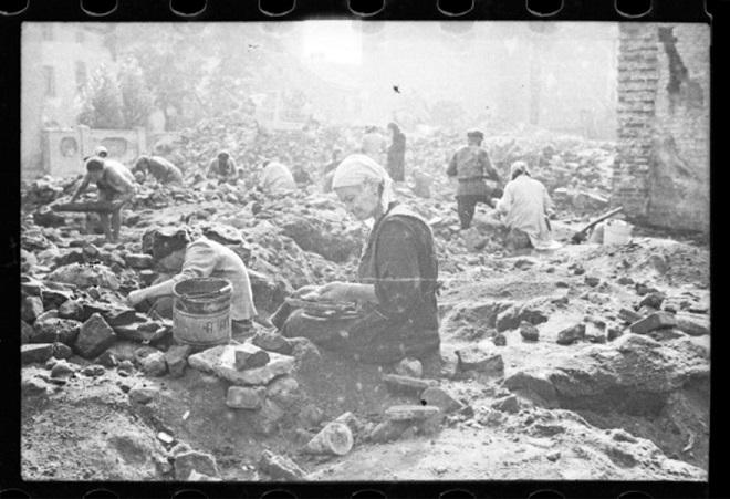 La vie horrible des Juifs Polonais dans le ghetto de Lodz ! Par Jérémy B.  17