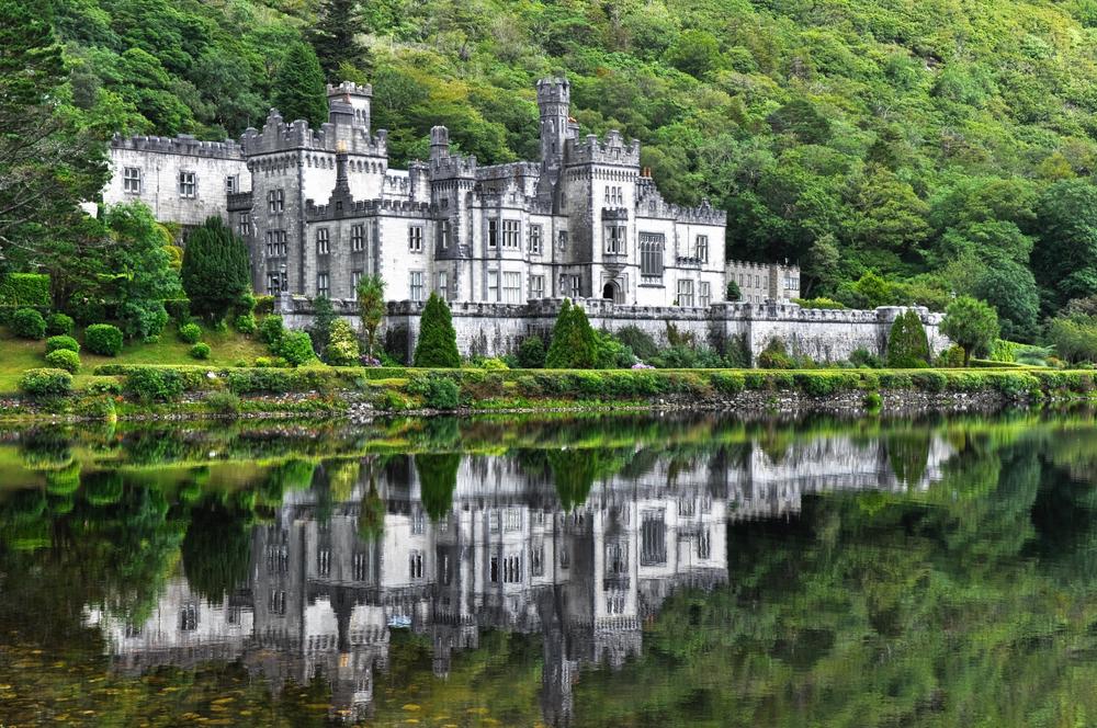 12 châteaux en Europe qui vont vous donner envie de faire vos valises et de partir les découvrir ! Par Clément P.                            Shutterstock_134831327