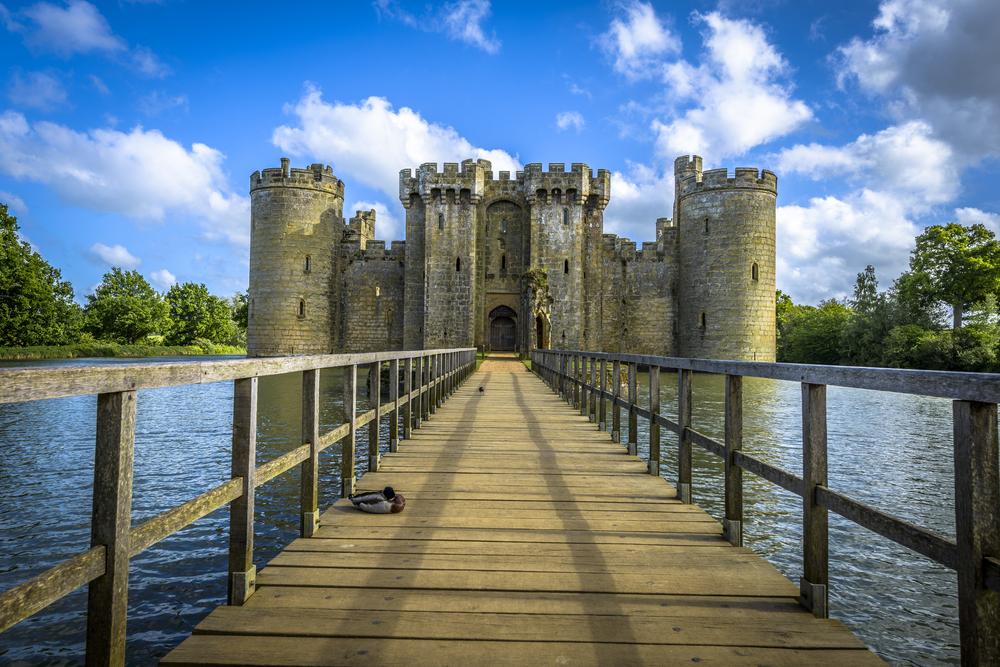 12 châteaux en Europe qui vont vous donner envie de faire vos valises et de partir les découvrir ! Par Clément P.                            Shutterstock_213121852