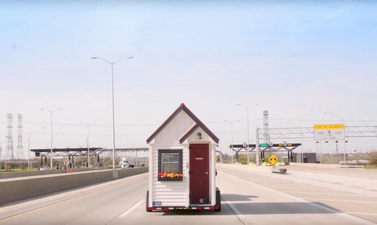 Pour ne pas finir leurs jours dans une maison de retraite, ces seniors décident d'investir dans de petites habitations mobiles