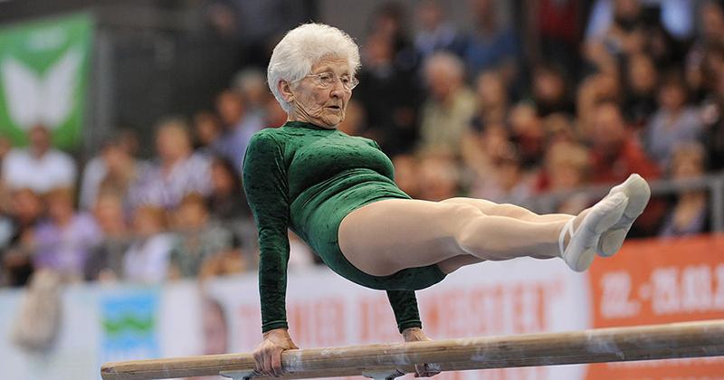 Johanna Quaas, 92 ans, termine 5e d'un tournoi de gymnastique