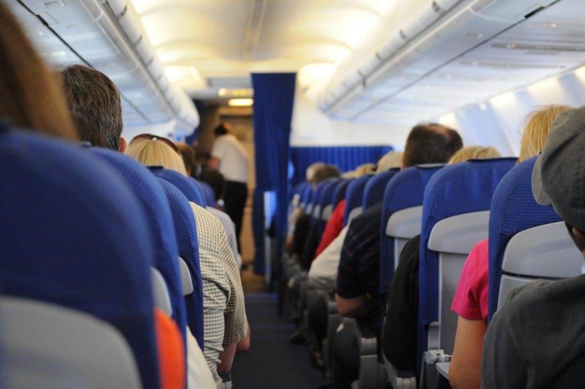 Un couple gay débarqué d'un avion pour laisser leurs places à un couple hétérosexuel — États-Unis