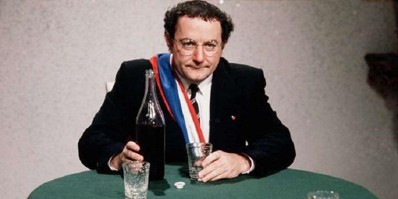 Une lettre inédite de Coluche explique les raisons de son renoncement à l'élection présidentielle de 1981  Ill_4405960_8059_sipa_00132886_000063