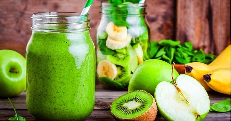 Voyez la vie en vert avec le smoothie à la pomme et au kiwi!