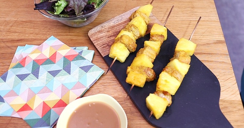 brochettes façon «saté» à l'échine de porc français, à l'ananas et au lait de coco !