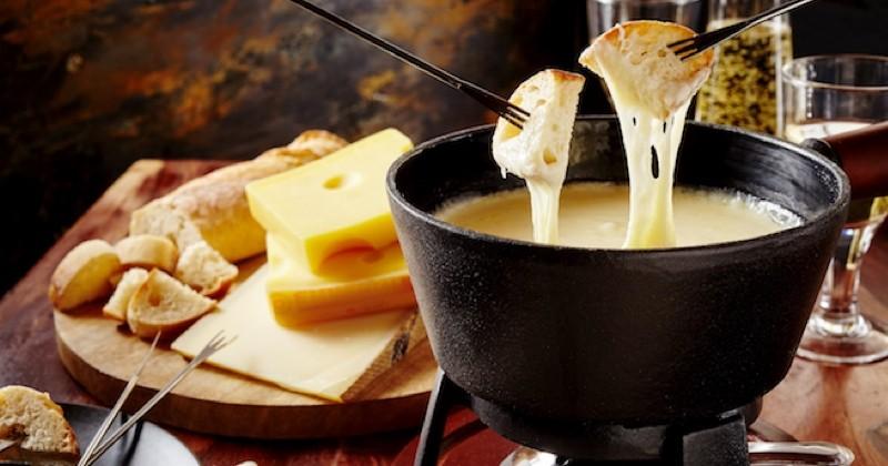 Manger une fondue ne propage pas le Covid selon une étude