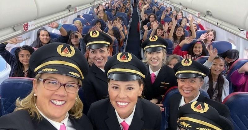 Ce vol exclusivement féminin rallie le siège de la Nasa pour inspirer les jeunes filles à embrasser une carrière d'aviatrice