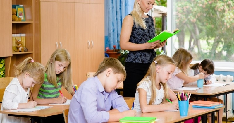 Éducation : Jean-Michel Blanquer veut remettre la dictée quotidienne au goût du jour dans les écoles