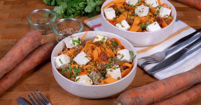 Cette salade detox aux carottes, feta et pistaches sera votre alliée bien-être !