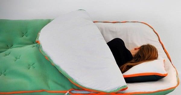 A tout ceux qui s'endorment devant la télé, cette innovation va changer votre vie !