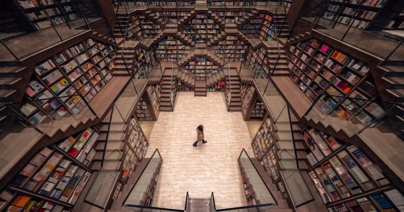 En Chine, une librairie joue sur les illusions d'optique de son plafond pour tromper les visiteurs
