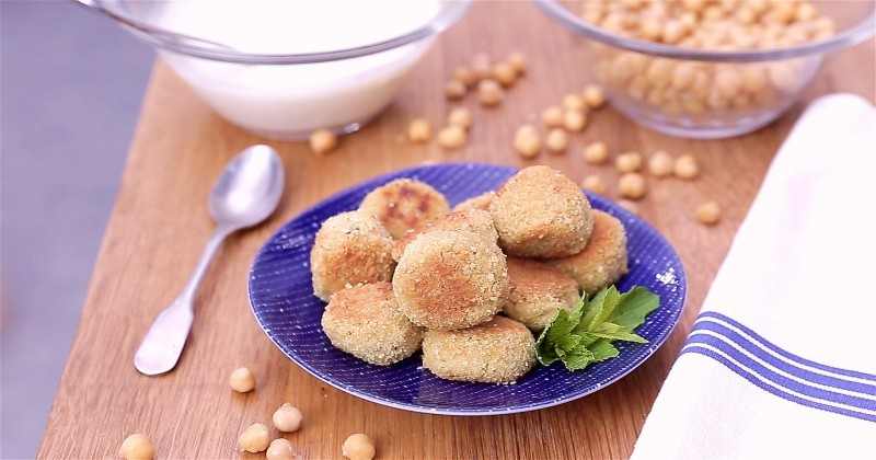 Voyagez au Liban avec les falafels aux pois chiches et leur sauce yaourt !
