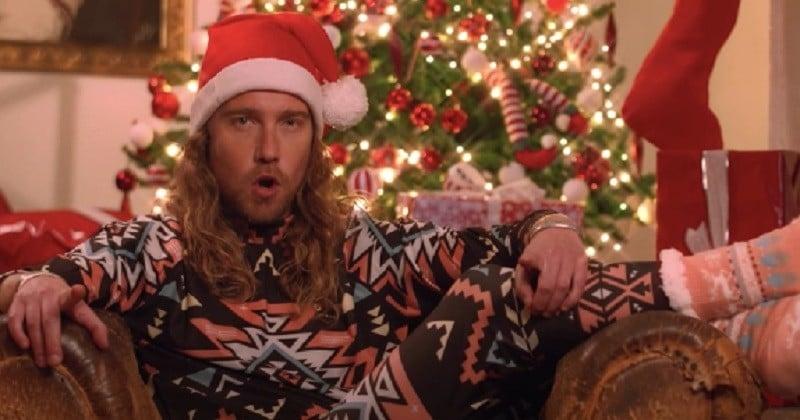 Julien Doré revisite sa chanson «Nous» dans un clip de Noël déjanté