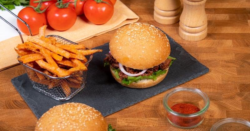 Croquez à pleines dents ce burger au fruit du jacquier !
