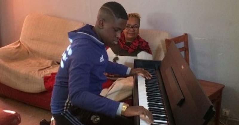 En jouant Chopin au piano à l'hôpital, ce jeune Marseillais de 15 ans est devenu une vedette des réseaux sociaux