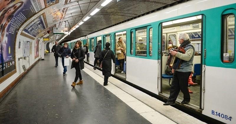 Une femme donne naissance à un bébé dans le métro parisien, la RATP lui offre la gratuité des transports jusqu'à ses 25 ans