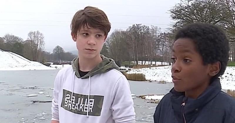 Deux adolescents de 13 ans sauvent un père et son fils tombés dans un étang gelé