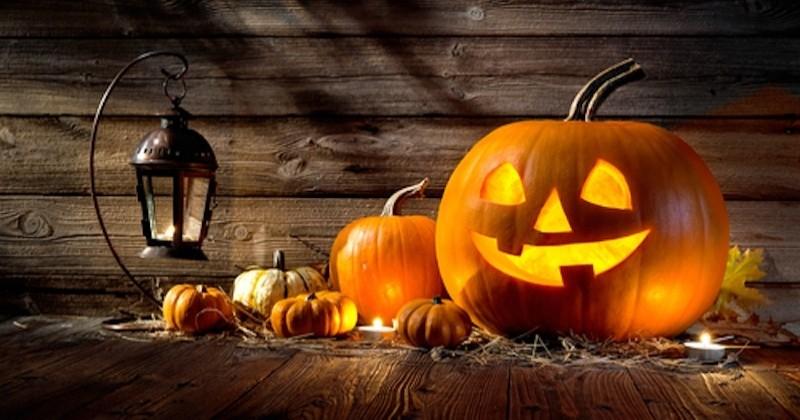 Ces jumeaux s'amusent à piéger des enfants pour Halloween !