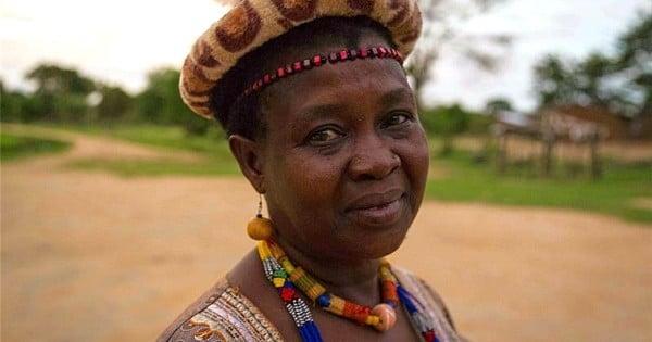 Theresa Kachindamoto, la femme qui a libéré 850 jeunes filles de leurs mariages forcés pour leur permettre de retourner à l'école