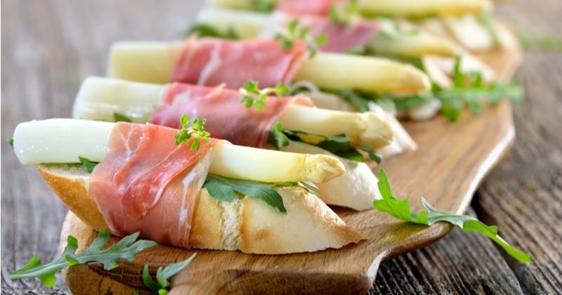 Craquez pour la bruschetta asperge blanche et jambon !