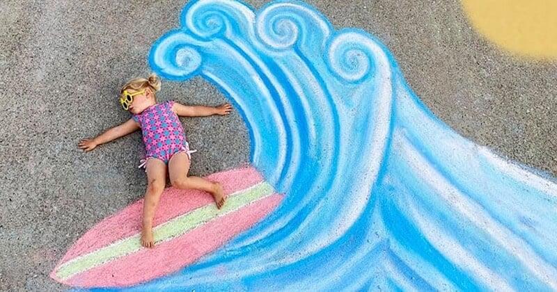 Elle crée de formidables décors à la craie pour le plus grand bonheur de ses enfants