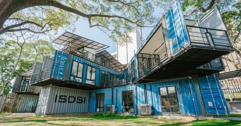 En Thaïlande, une université a été construite à l'aide de conteneurs d'expédition recyclés