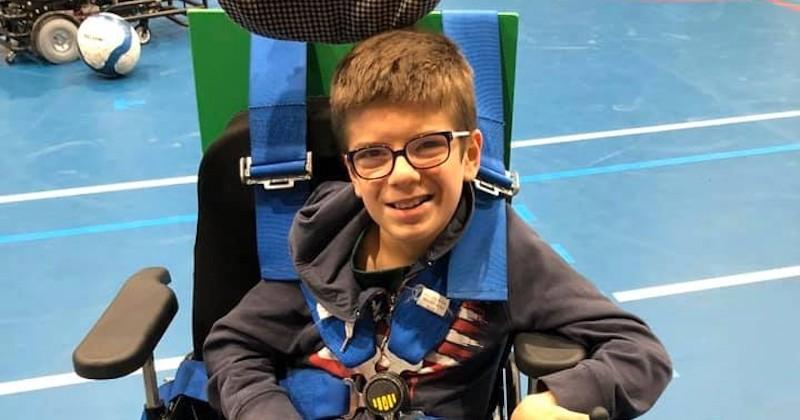Mathieu, un petit garçon atteint de paralysie cérébrale réalise son premier cross