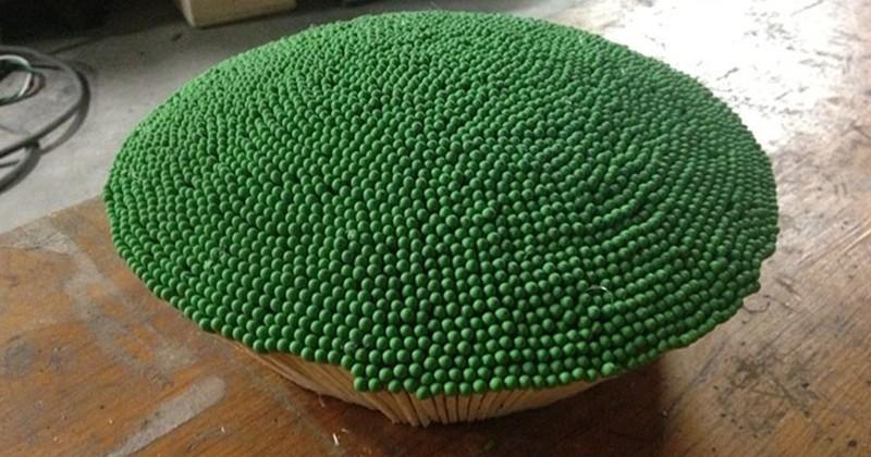 Il fabrique une sphère géante avec 42 000 allumettes