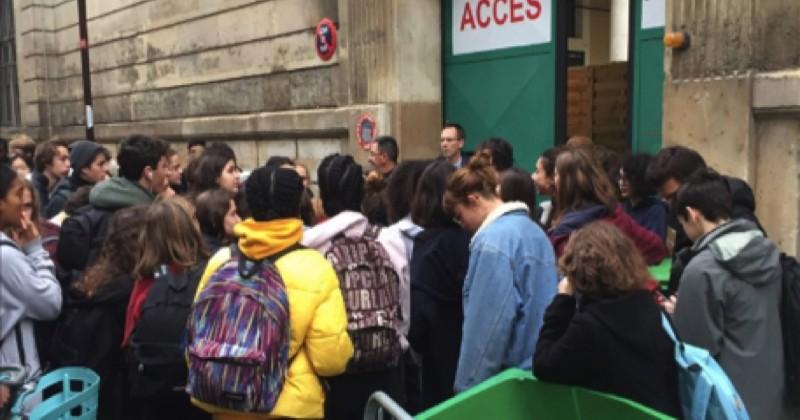 Protestant contre la réforme du bac et la mise en place de Parcoursup, des lycéens bloquent une centaine de lycées