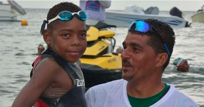 À 12 ans, il réalise l'exploit de nager 40km pour Octobre rose et sa mère atteinte d'un cancer du sein