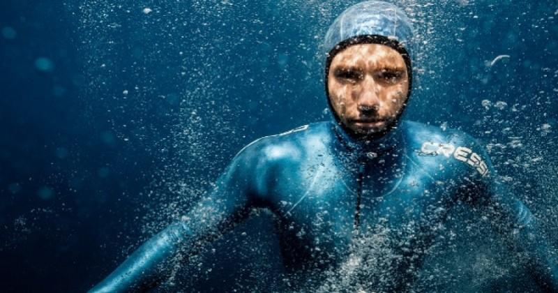 Un recordman d'apnée publie un cri de détresse dans les eaux profondes pour sensibiliser aux menaces de la surpêche