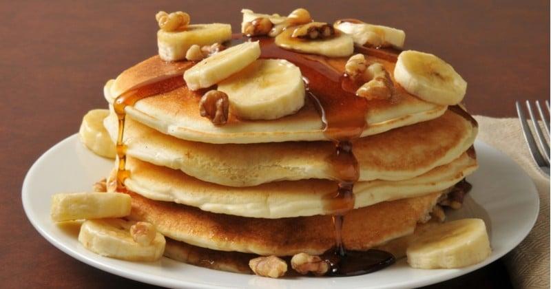 Les pancakes à la banane et au caramel beurre salé pour un petit-dej ou un goûter gourmand !