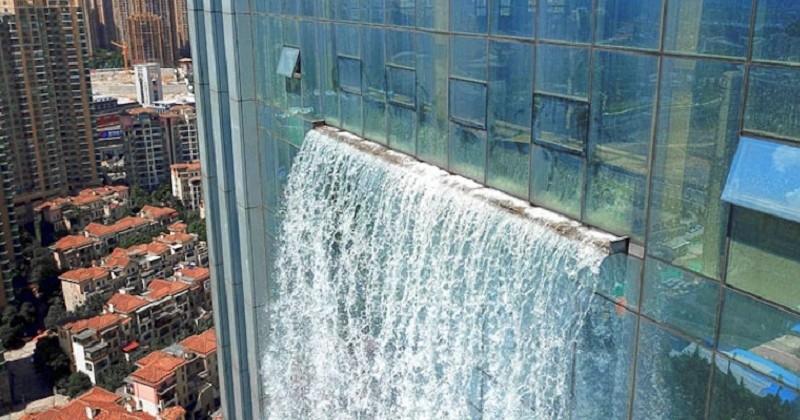 En Chine, une entreprise intègre une cascade sur une tour de 108 mètres de haut