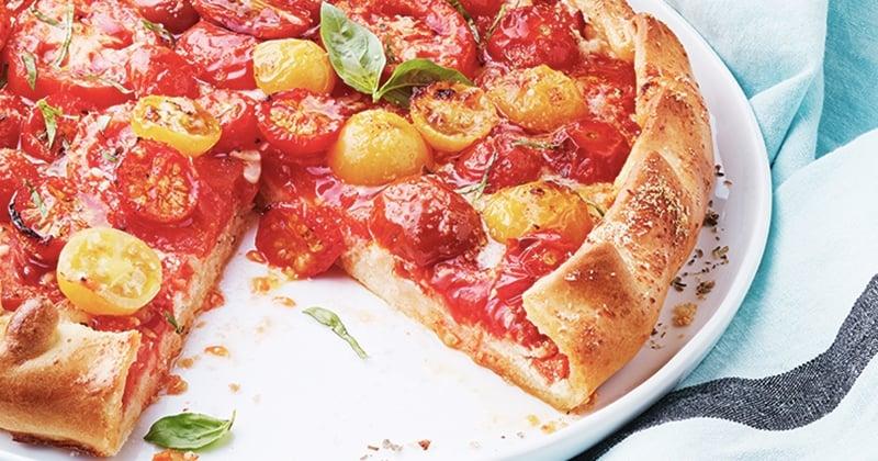 Craquez pour cette irrésistible tarte rustique à la tomate