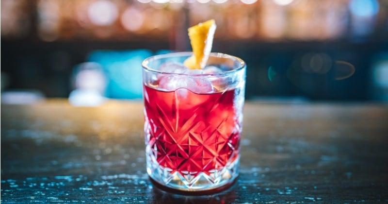Du citron vert, du martini, de la framboise ... Découvrez le cocktail Apiarist